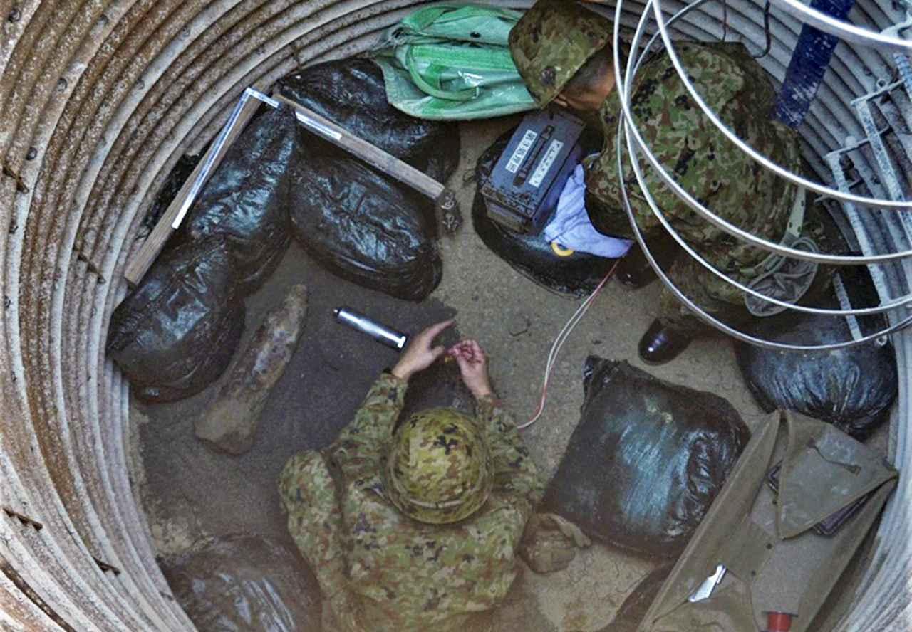 画像: ディアマ処理の準備をする隊員
