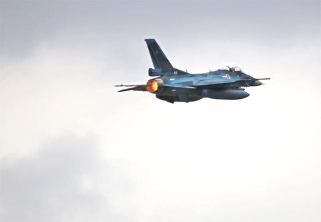 画像3: 第3飛行隊(F2戦闘機)飛行初め