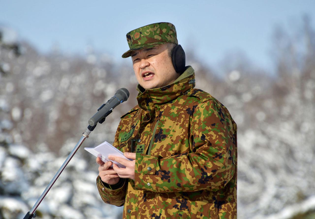 画像: 激励する駐屯地司令
