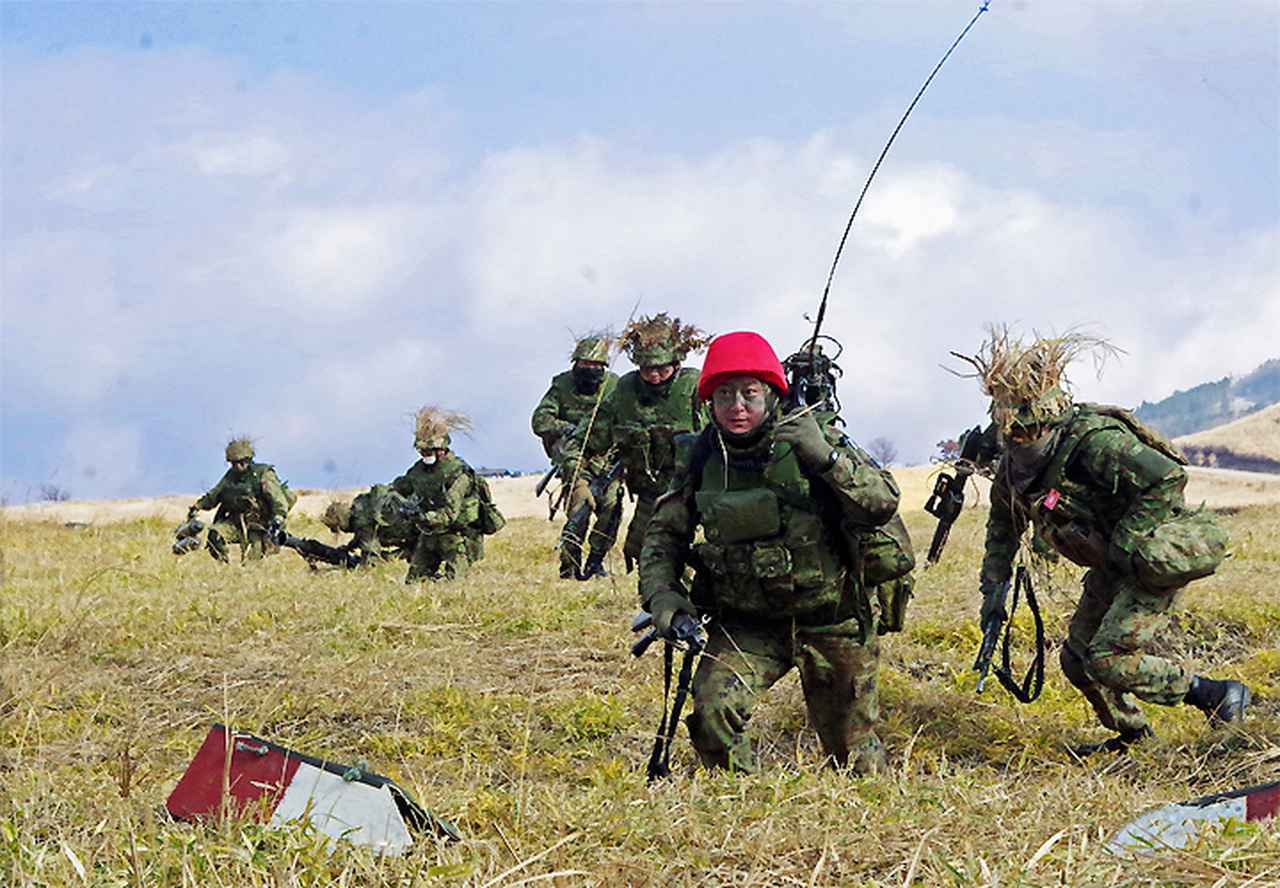 画像: 小銃小隊による突撃発起