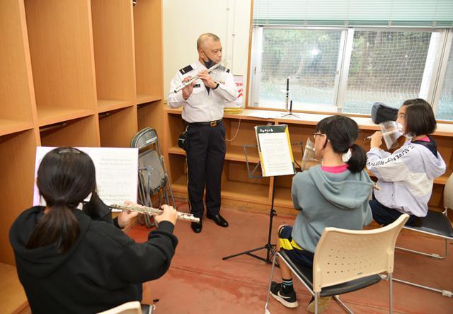 画像1: 第15音楽隊員による演奏指導