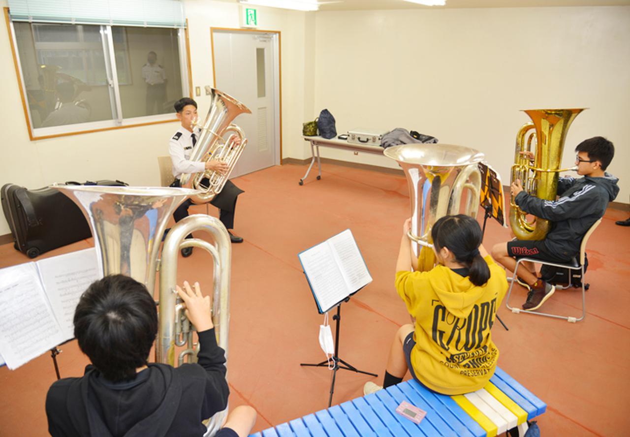 画像4: 第15音楽隊員による演奏指導