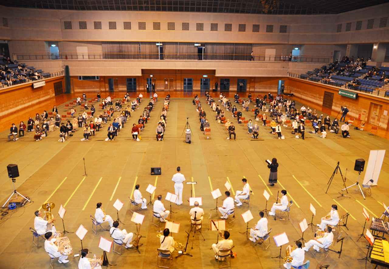 画像1: 15音楽隊コンサートを支援 中学生に演奏指導も 沖縄地本