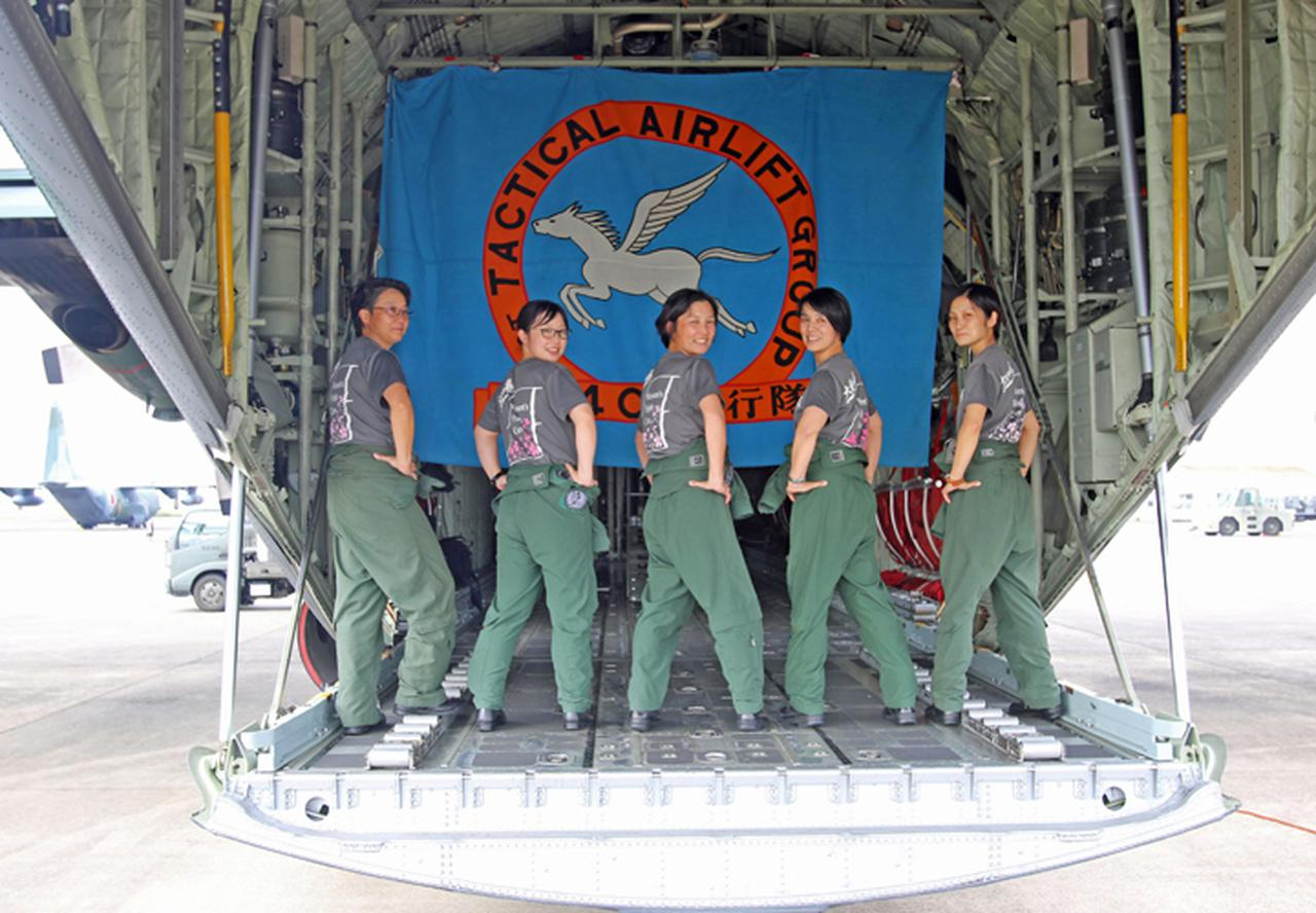 画像2: 「すべてのクルーを女性で」初の空女フライト実現 空自小牧基地