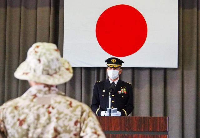画像: 訓示を述べる遠藤旅団長