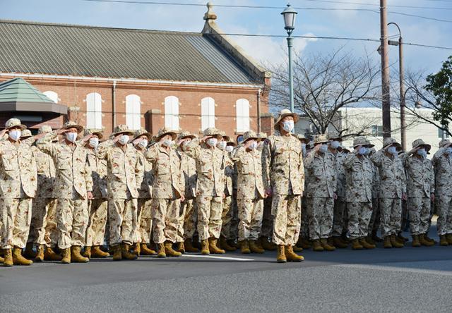 画像: 見送る隊員に対し決意を表明する派遣隊長