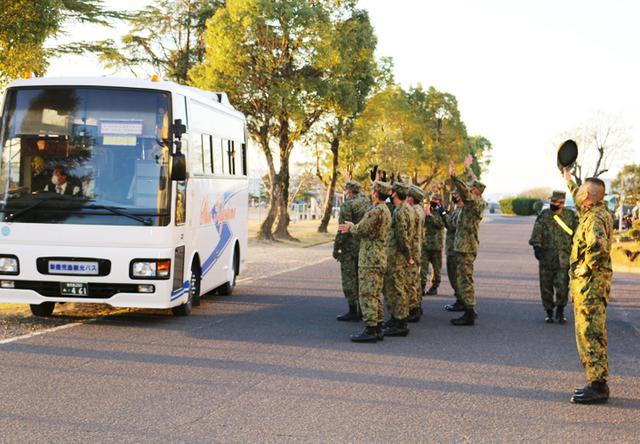 画像2: 陸曹候生課程修了の25人が同期と別れ後期教育へ|国分駐屯地