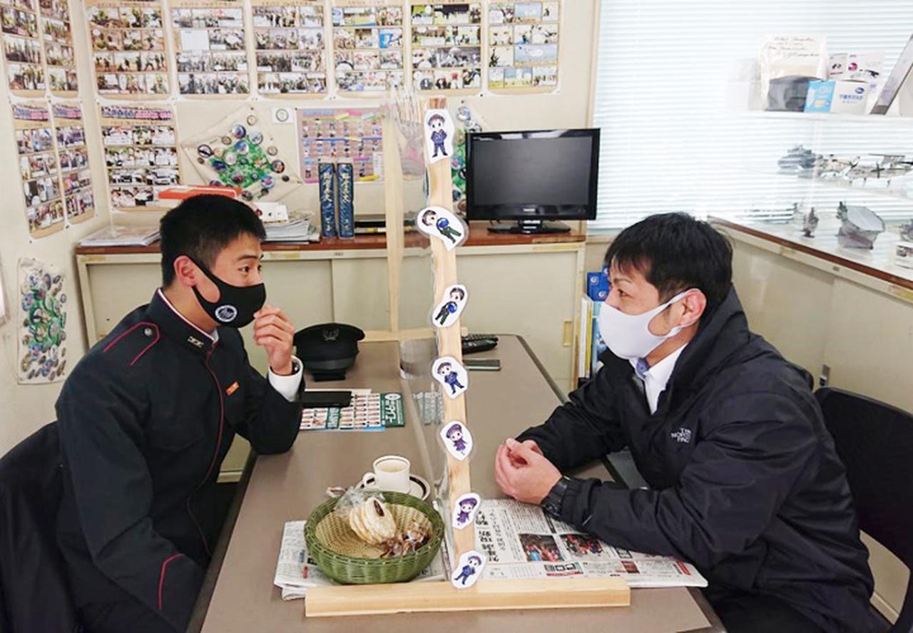 画像: 笠原生徒と佐藤2曹
