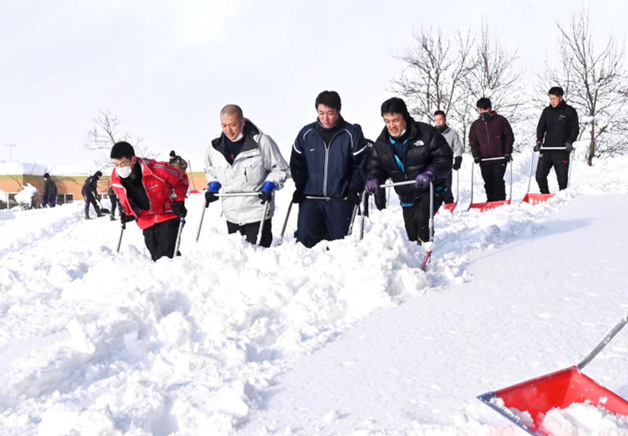 画像1: 深い雪を取り除く