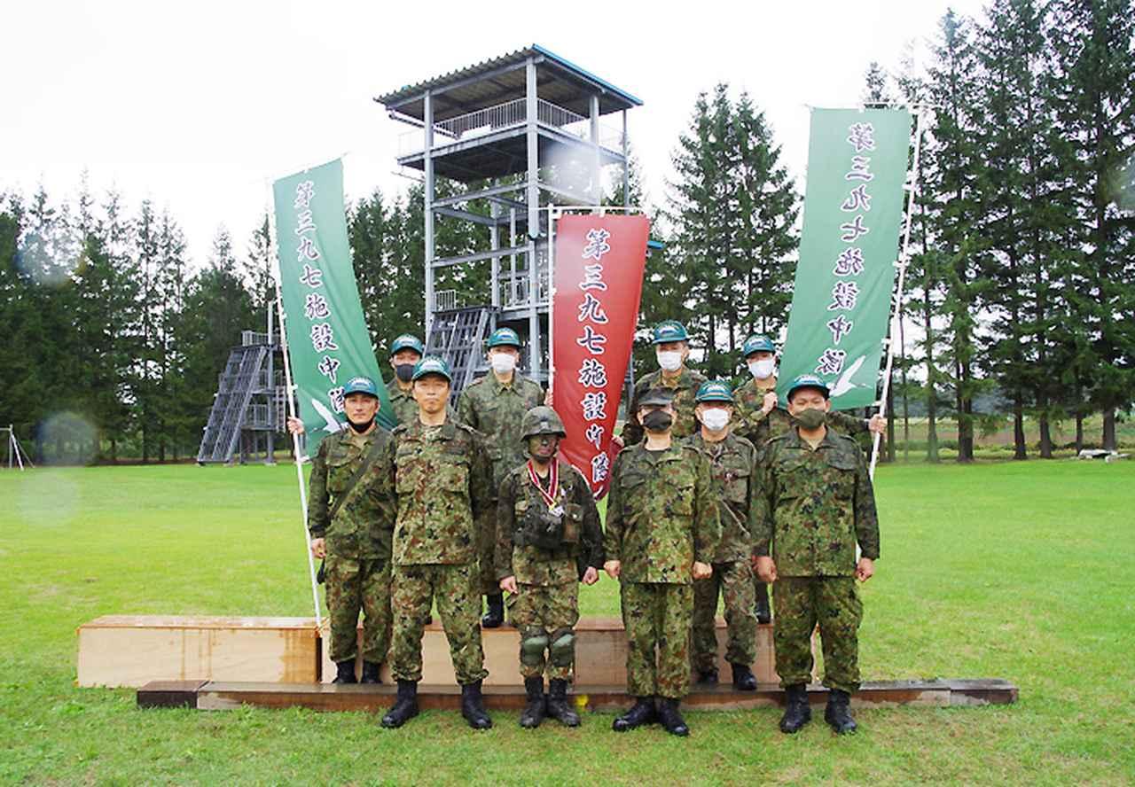 画像: 美幌駐屯地で出迎えた第14施設群隊員 前列右から3人目上林群長、2人目池田最先任上級曹長、5人目古橋中隊長