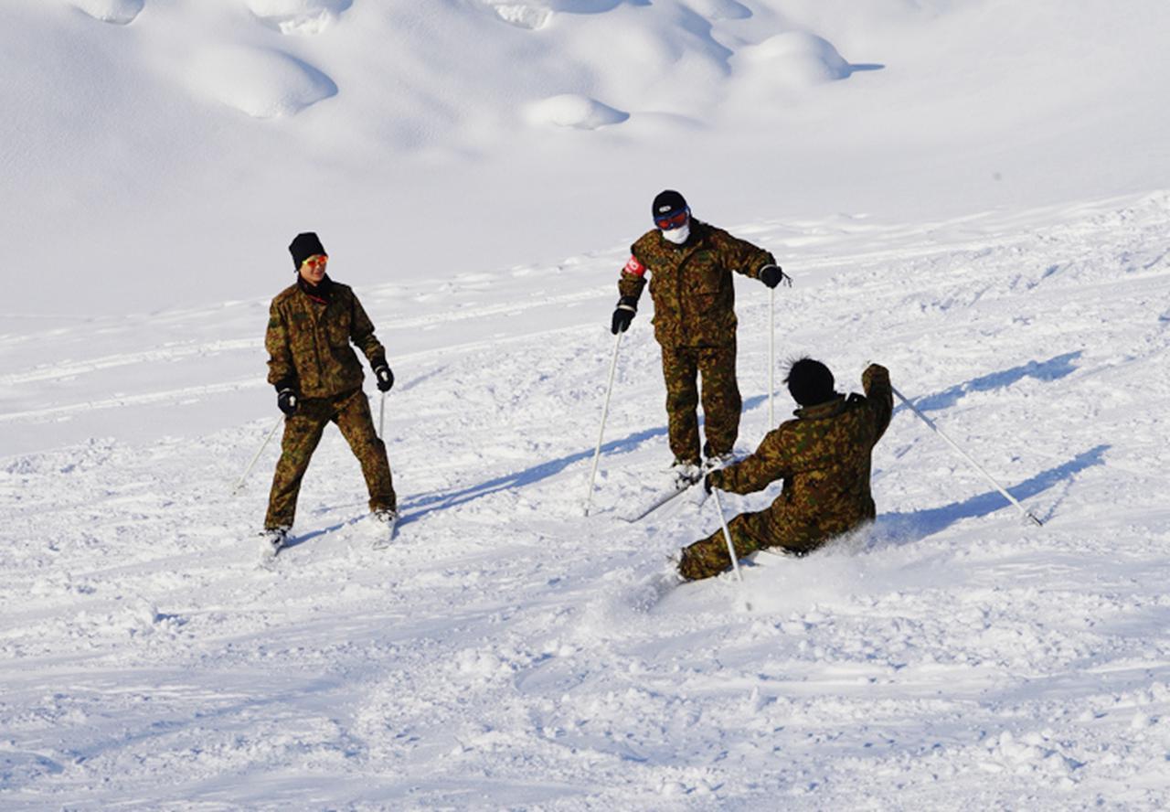画像1: 官品スキー未経験者19人が積雪地集合訓練 岩見沢駐屯地