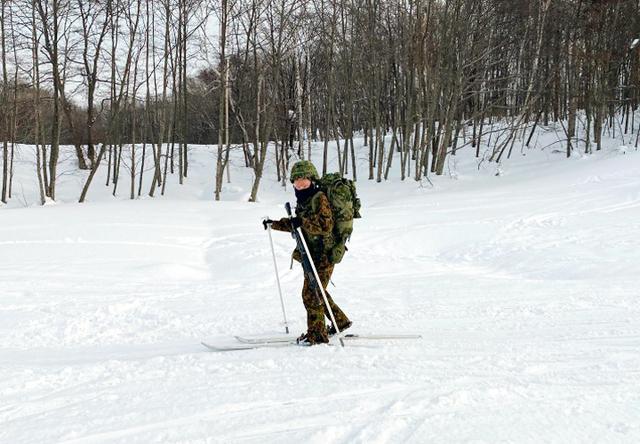 画像: フル装備での行進(須藤1陸士)