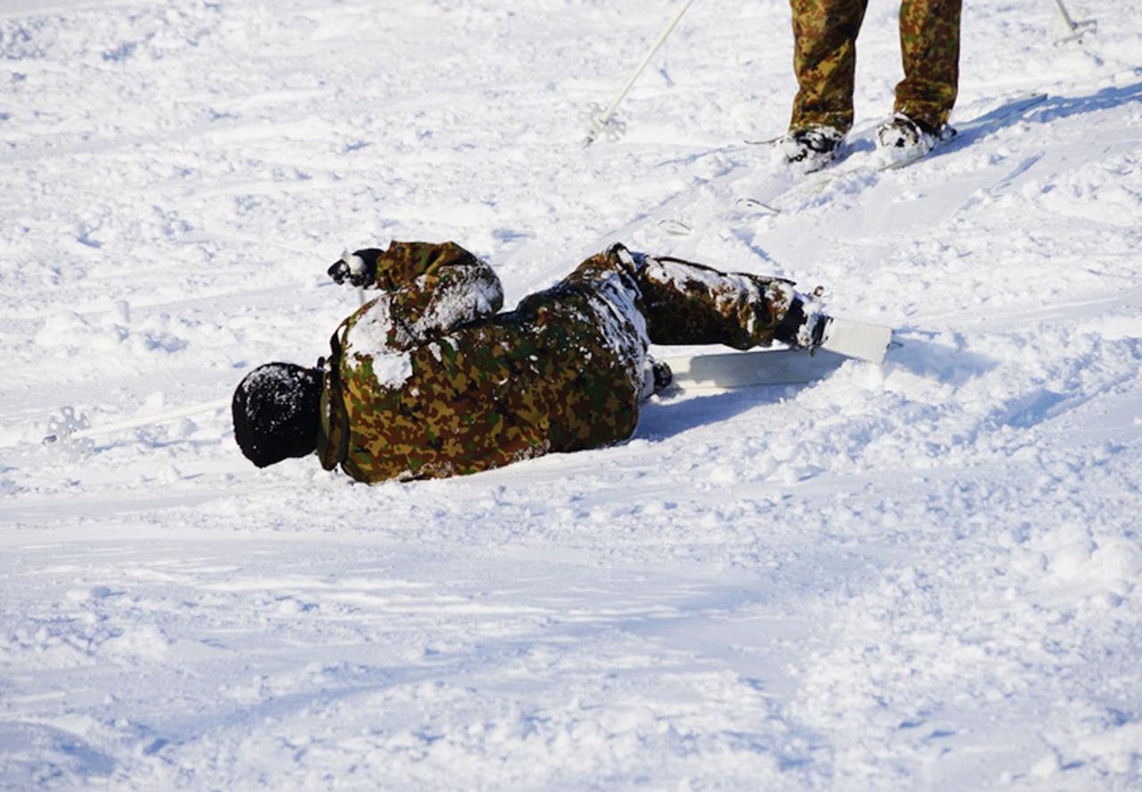 画像2: 官品スキー未経験者19人が積雪地集合訓練 岩見沢駐屯地