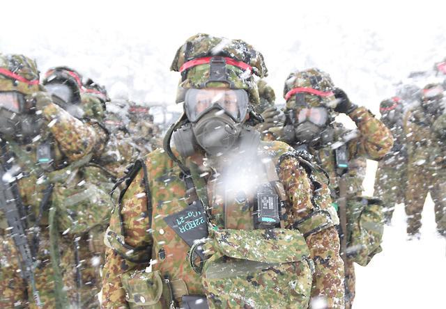 画像1: 雪舞う中、22即応機動連隊が第7次連隊野営訓練|多賀城駐屯地