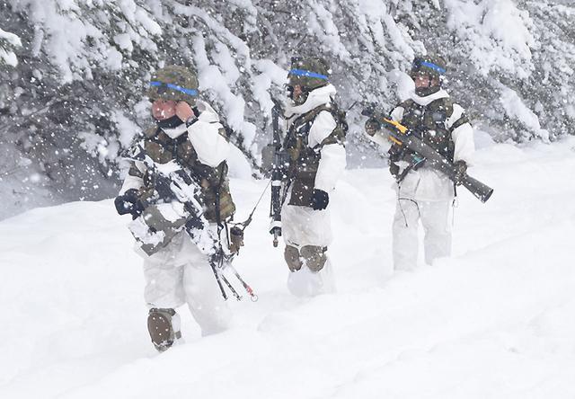 画像17: 雪舞う中、22即応機動連隊が第7次連隊野営訓練|多賀城駐屯地