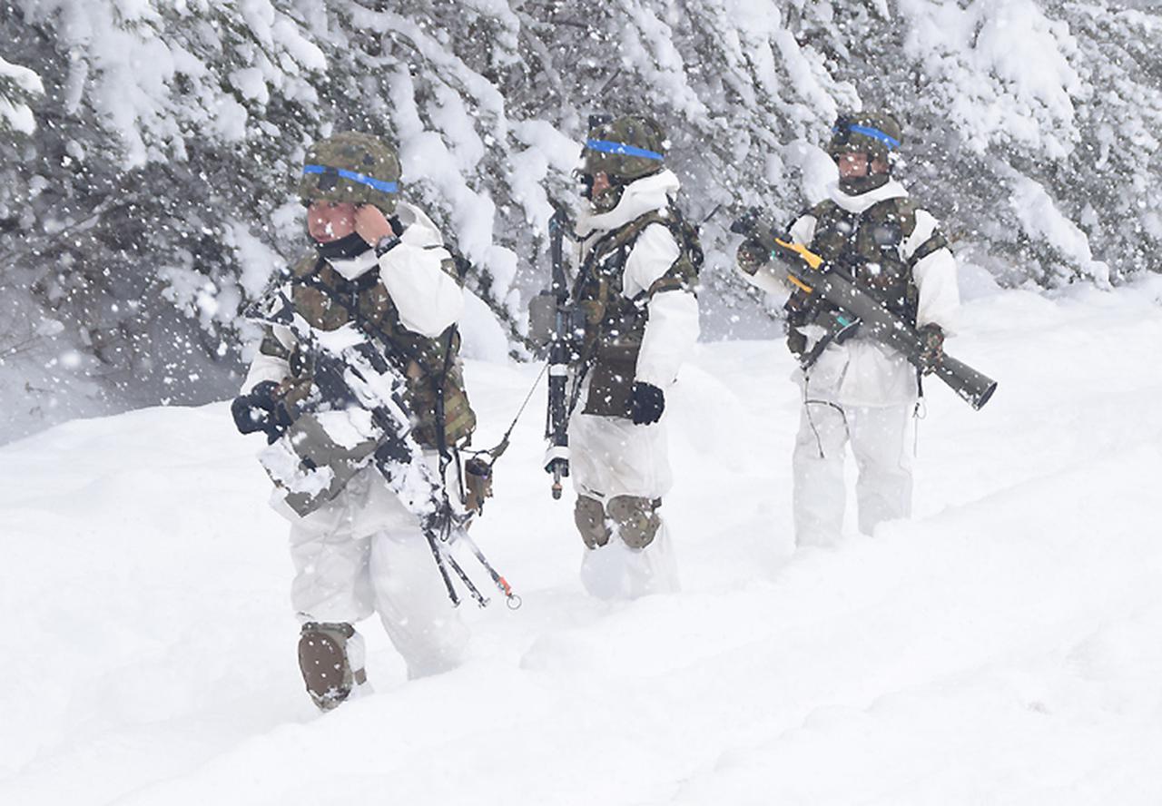 画像17: 雪舞う中、22即応機動連隊が第7次連隊野営訓練 多賀城駐屯地