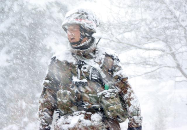 画像4: 雪舞う中、22即応機動連隊が第7次連隊野営訓練|多賀城駐屯地