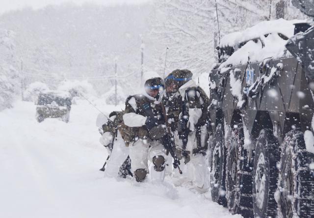 画像16: 雪舞う中、22即応機動連隊が第7次連隊野営訓練|多賀城駐屯地