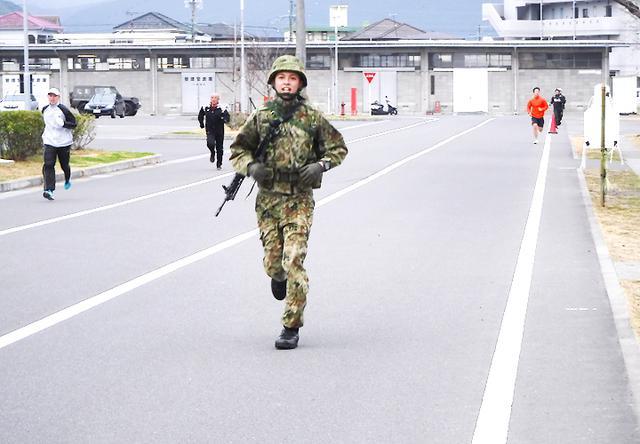 画像3: 中隊武装走競技会 319基地通信中隊国分派遣隊が力走 国分駐屯地