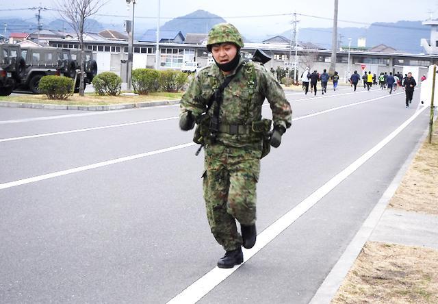 画像2: 中隊武装走競技会 319基地通信中隊国分派遣隊が力走 国分駐屯地