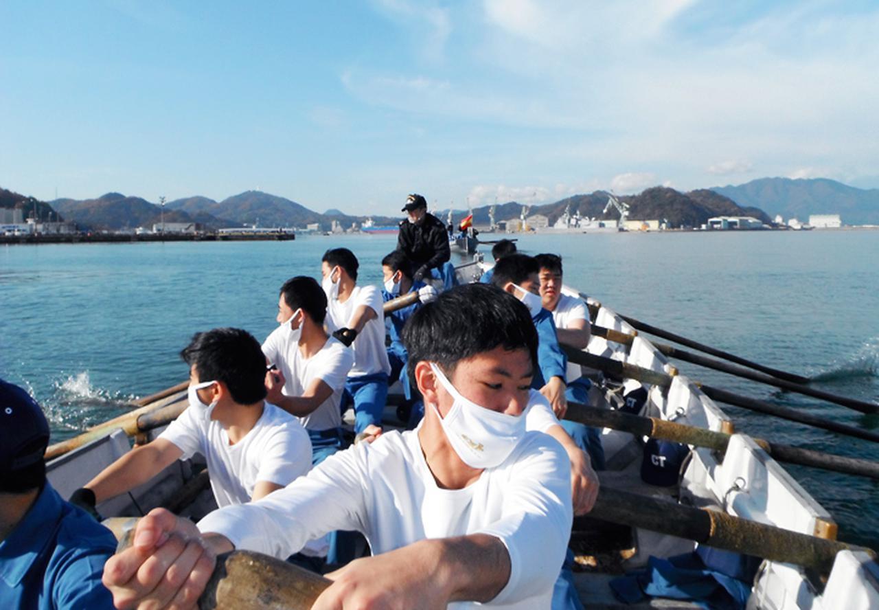 画像7: 高校生45人が海自体験 基本教練、短艇訓練など 大阪地本