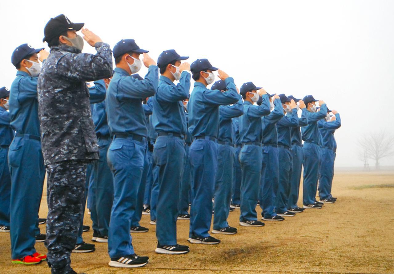 画像5: 高校生45人が海自体験 基本教練、短艇訓練など 大阪地本