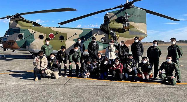 画像1: 空自入間基地で体験搭乗 広報班からプレゼントも 埼玉地本