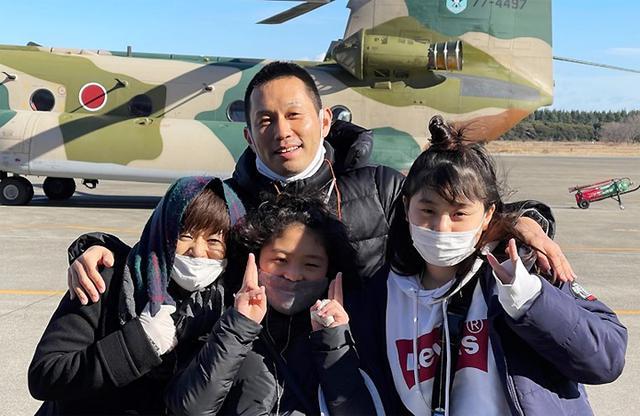 画像2: 空自入間基地で体験搭乗 広報班からプレゼントも 埼玉地本