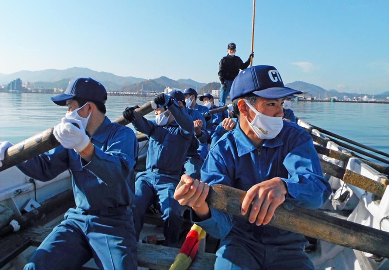 画像6: 高校生45人が海自体験 基本教練、短艇訓練など 大阪地本