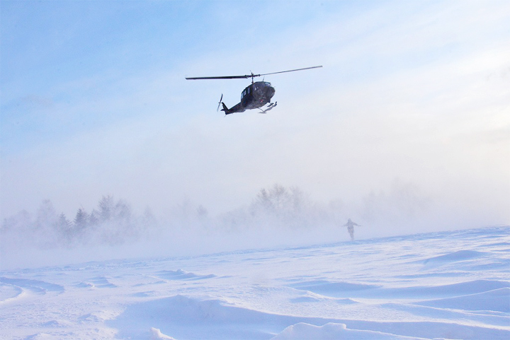 画像: 航空偵察のため離陸するUH1