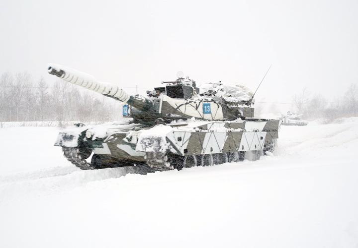 画像: 集結地へ前進する90式戦車