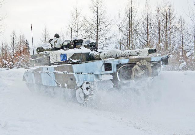 画像: 防御戦闘を行う戦車