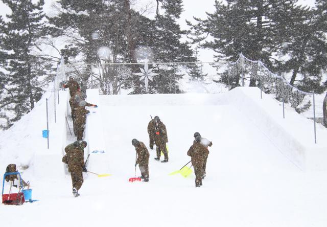 画像3: 「コロナ禍でも笑顔を」弘前城雪燈籠まつりに協力 弘前駐屯地