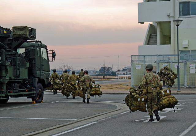 画像: 派遣準備を行う第14施設隊