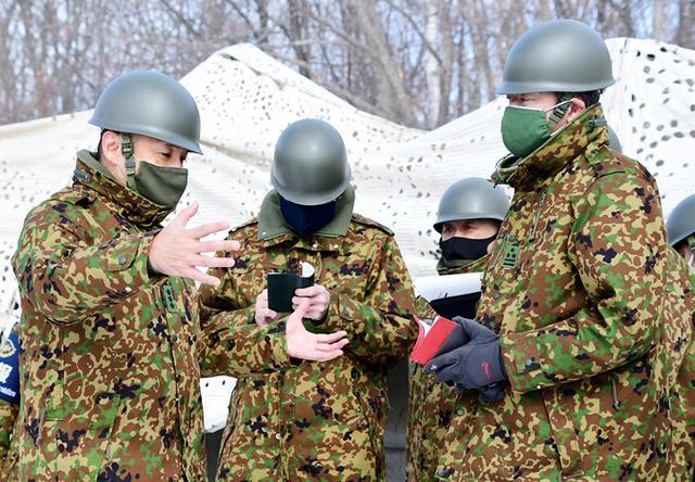 画像: 収容所における師団長指導