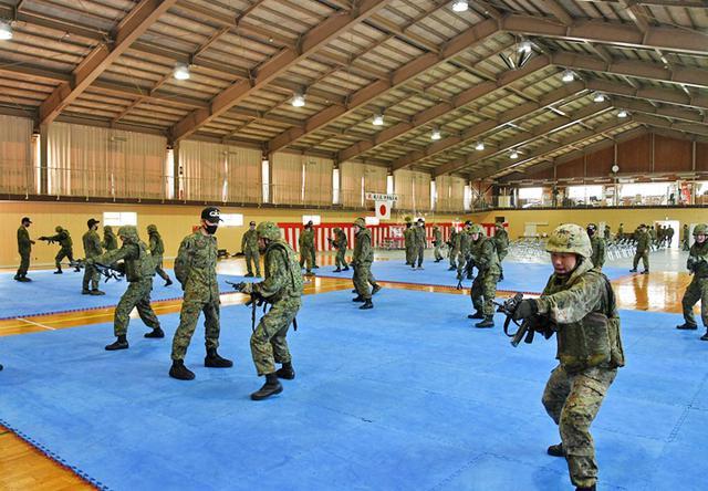画像2: 師団格闘集合訓練 17人を部隊格闘指導官に認定|陸自3師団