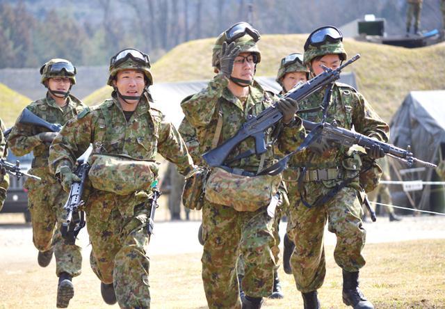 画像1: 武装走