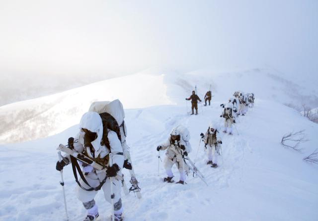 画像2: 1月27日:ニセコ地区 アンヌプリ山頂にて