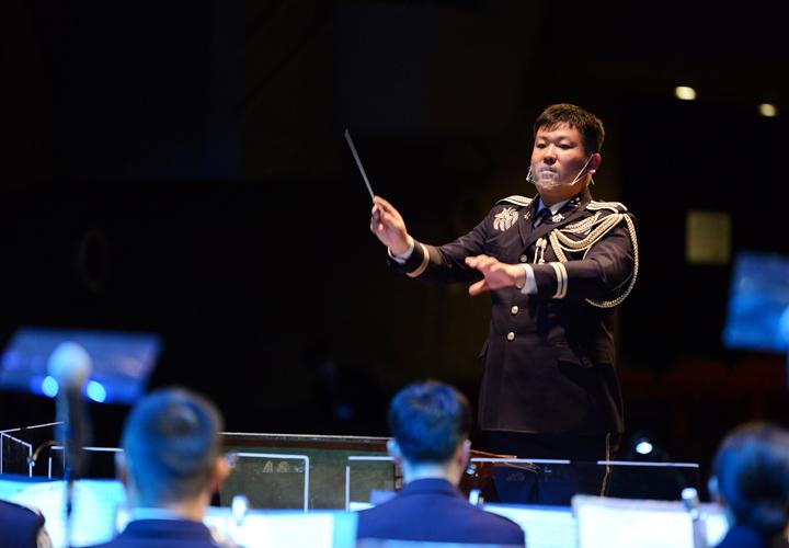 画像: 第8音楽隊長川良1陸尉(提供:西部方面総監部)