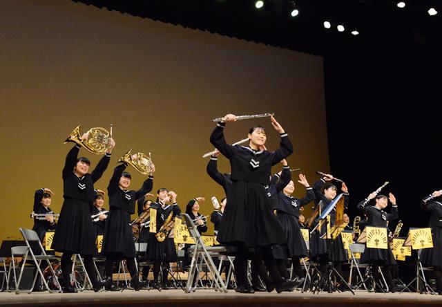 画像: 八代白百合学園高等学校吹奏楽部(提供:西部方面総監部)