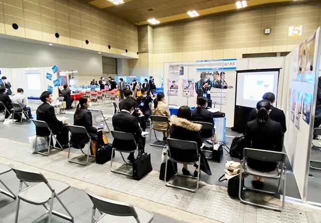画像3: 合同企業説明会で自衛隊PR 本部長長男の支援も|大阪地本