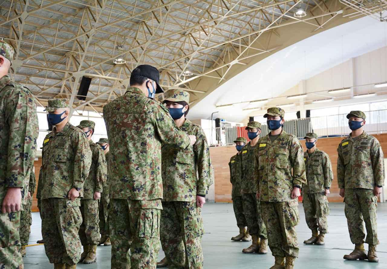 画像5: 水陸両用基本訓練課程を修了 女性隊員で初 相浦駐屯地