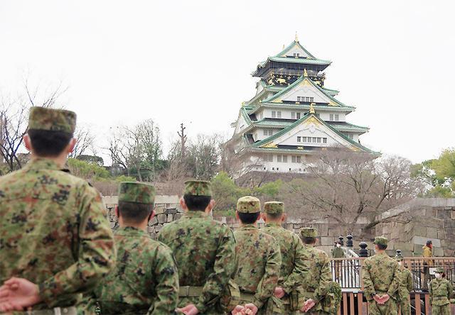 画像2: レンジャー隊員が大阪城で訓練 美化にも貢献 |伊丹駐屯地