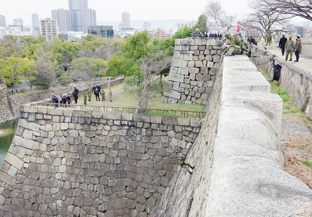 画像6: レンジャー隊員が大阪城で訓練 美化にも貢献 |伊丹駐屯地