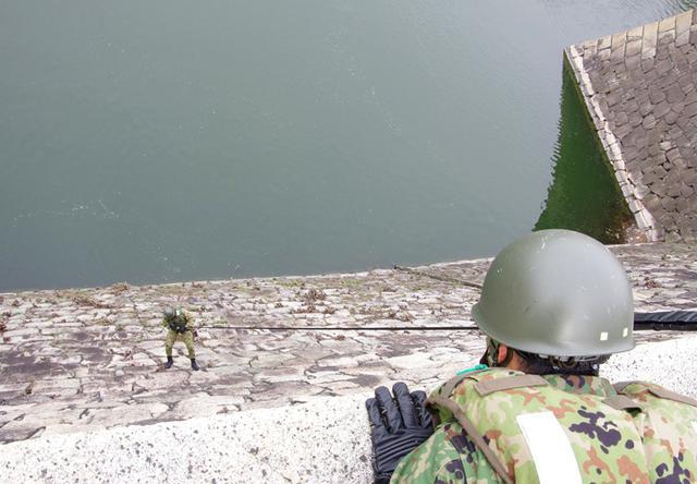 画像5: レンジャー隊員が大阪城で訓練 美化にも貢献 |伊丹駐屯地