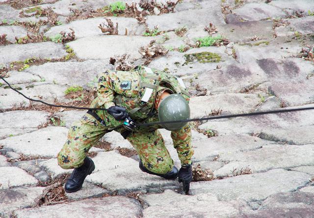 画像7: レンジャー隊員が大阪城で訓練 美化にも貢献 |伊丹駐屯地