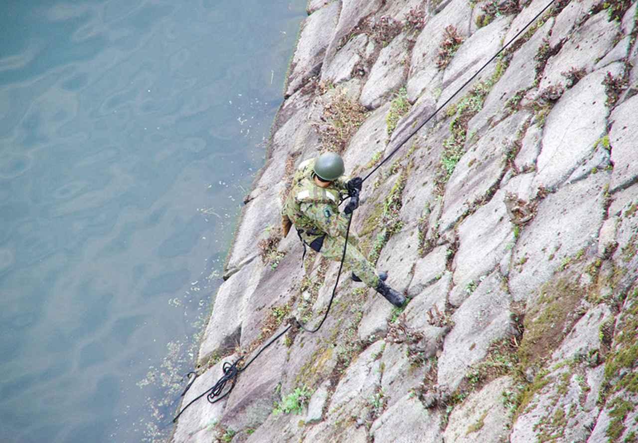画像9: レンジャー隊員が大阪城で訓練 美化にも貢献 |伊丹駐屯地