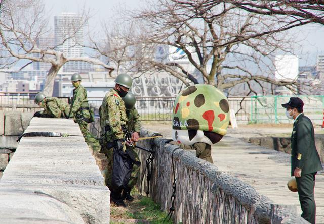 画像15: レンジャー隊員が大阪城で訓練 美化にも貢献 |伊丹駐屯地