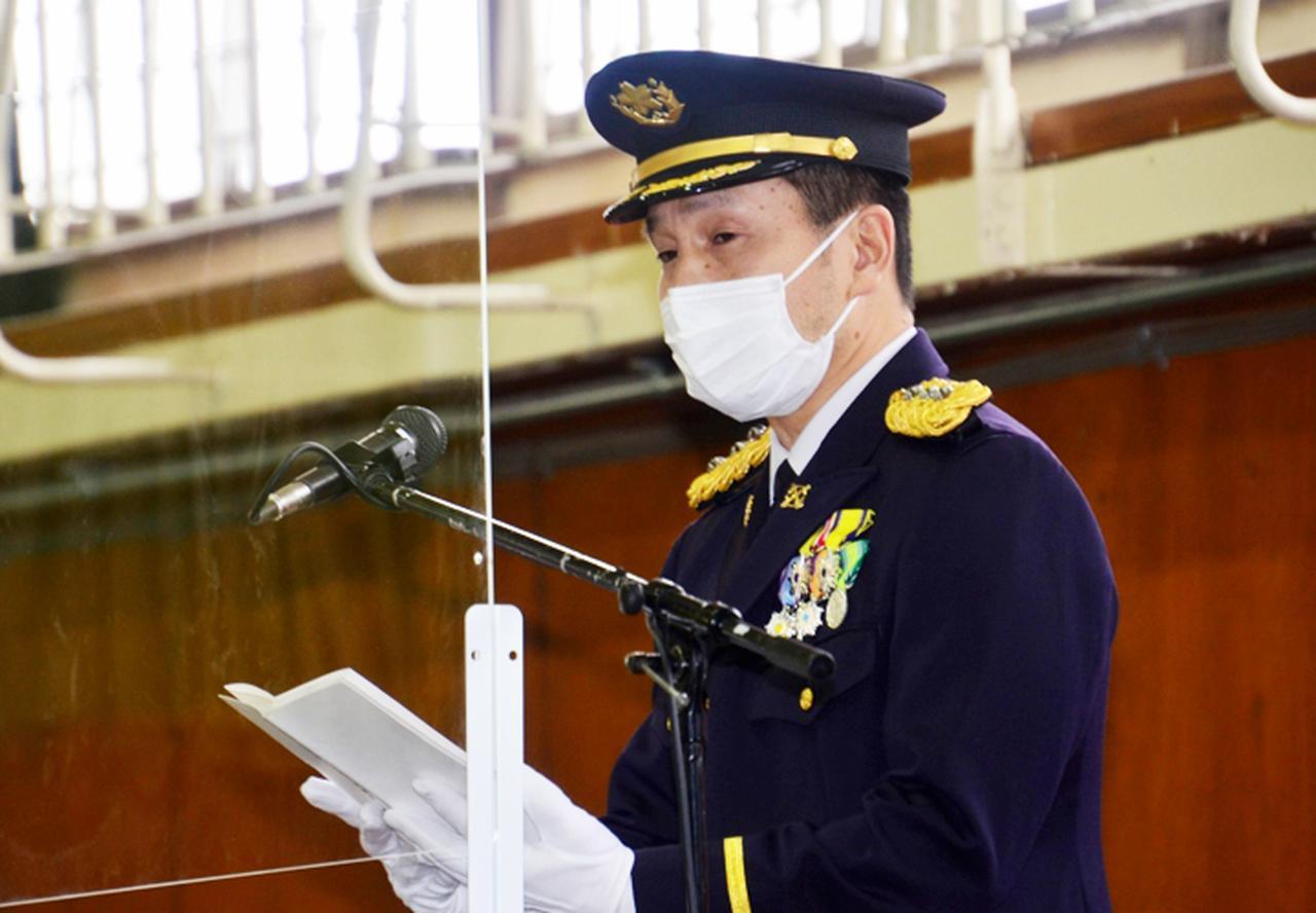 画像: お祝いと激励の言葉を贈る連隊長