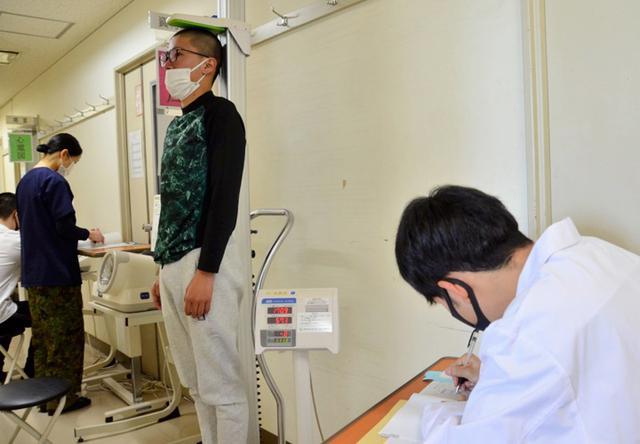 画像: 身体検査で最終判断を受ける